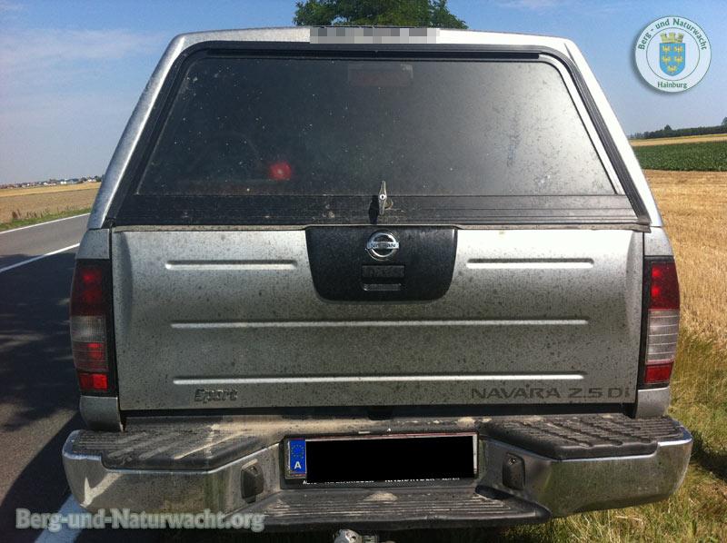 Die Heckseite des Nissan war vom Motoröl überzogen | Foto: Berg-und-Naturwacht.org