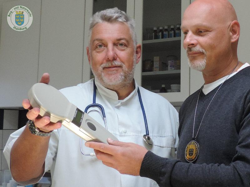 Tierklinik Hainburg schenkte der Berg- und Naturwacht ein Chiplesegerät